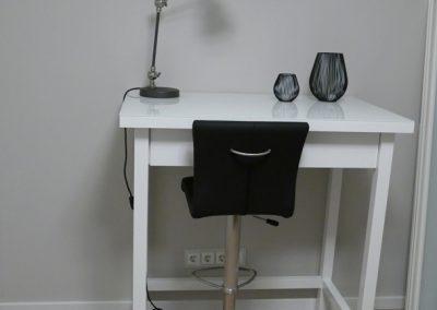 """Kleiner Schreibtisch nach Kundenwunsch  """"so wie früher"""""""